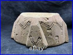 Ancien mortier en terre cuite décoré de motifs, 18eme, art populaire