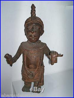 Ancienne statue en bronze. Old bronze statue. Africa BENIN royaume d'ife