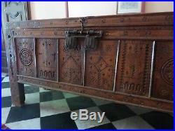 Grand coffre kabyle, en bois sculpté, Algérie XIXe siècle Antique Berbere