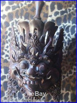 Masque en bois asiatique