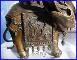 Paire d'Éléphants en Bronze Surmonté d'une Pagode Brûle-Parfums Chinois XIXe